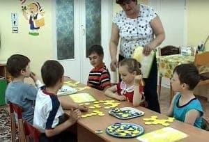 Дети играют в Соты Кайе
