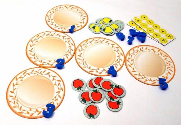 Яблоки на тарелке, состав игры